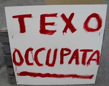 Alessandria – Gli operai della Texo Group occupano lo stabilimento
