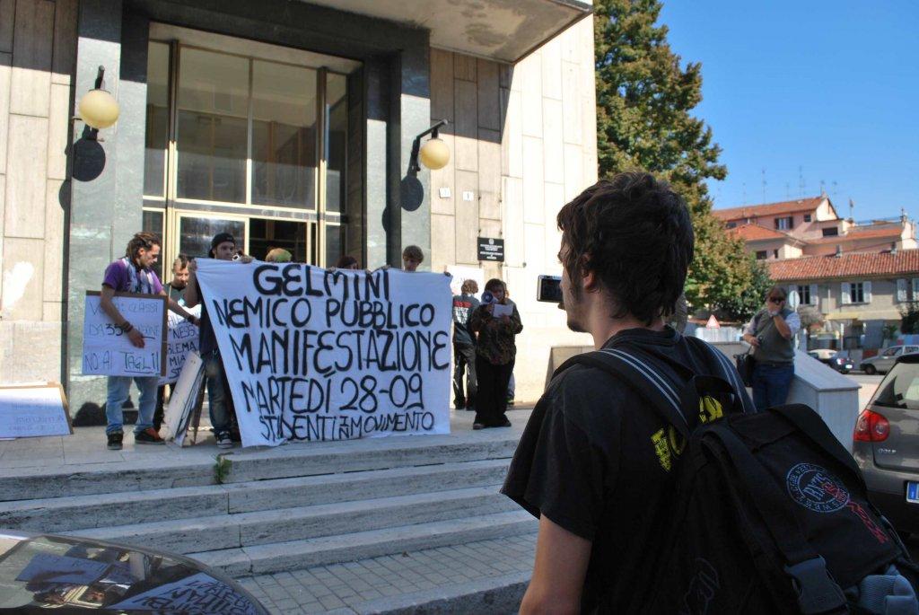 Azione degli studenti all'Ufficio Scolastico Provinciale