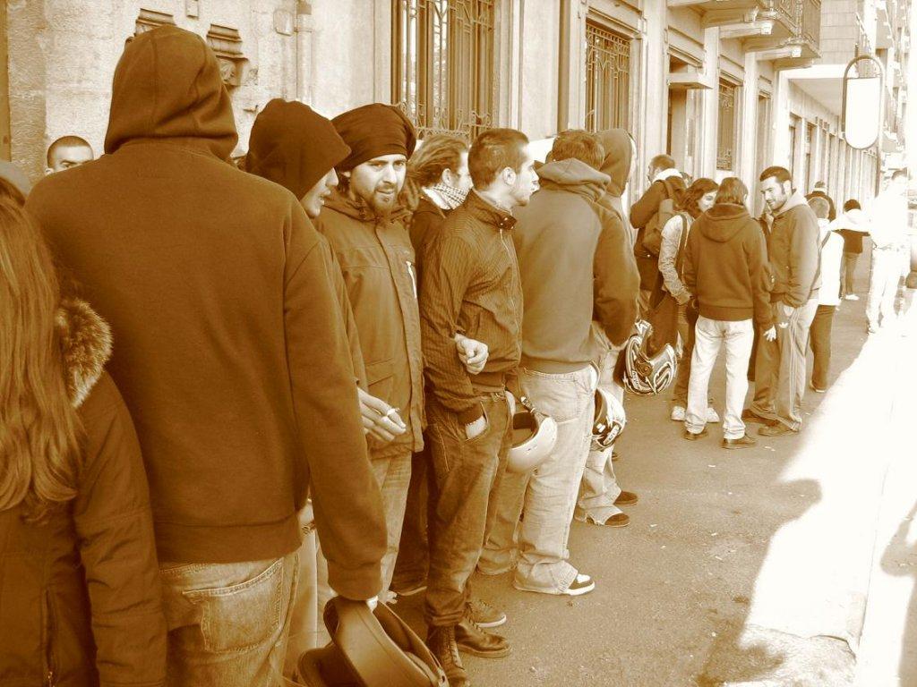 Via Viora, Alessandria: Resistere un minuto in più di loro
