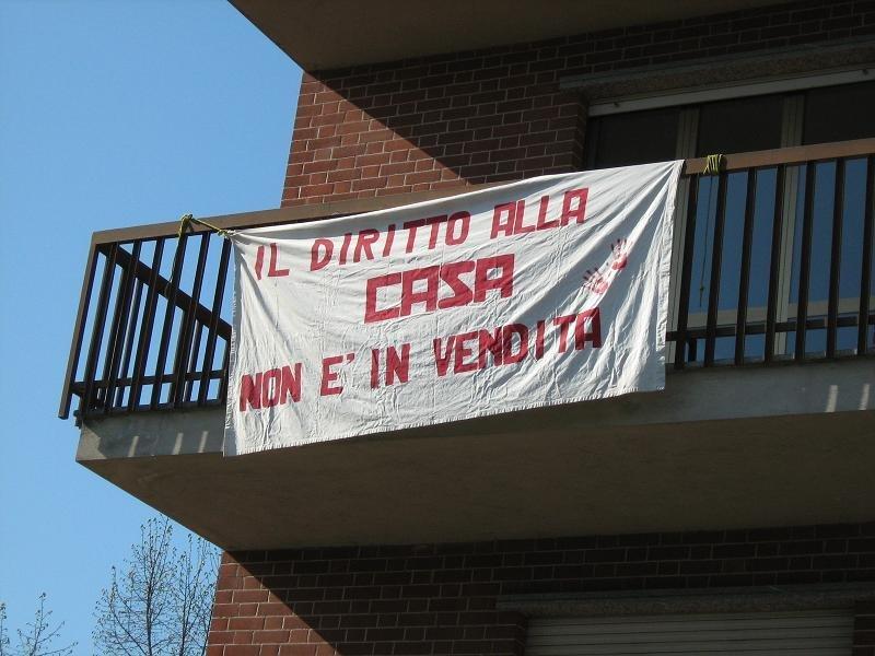Asti – Occupato da sfrattati uno stabile in via Orfanotrofio