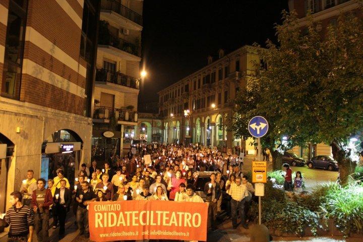 Alessandria – 600 indignati in piazza per la riapertura del teatro