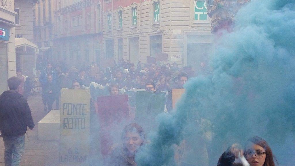 """Studenti in piazza contro la """"buona scuola"""""""