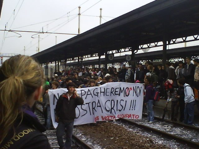 Alessandria – 2000 studenti occupano la stazione FS