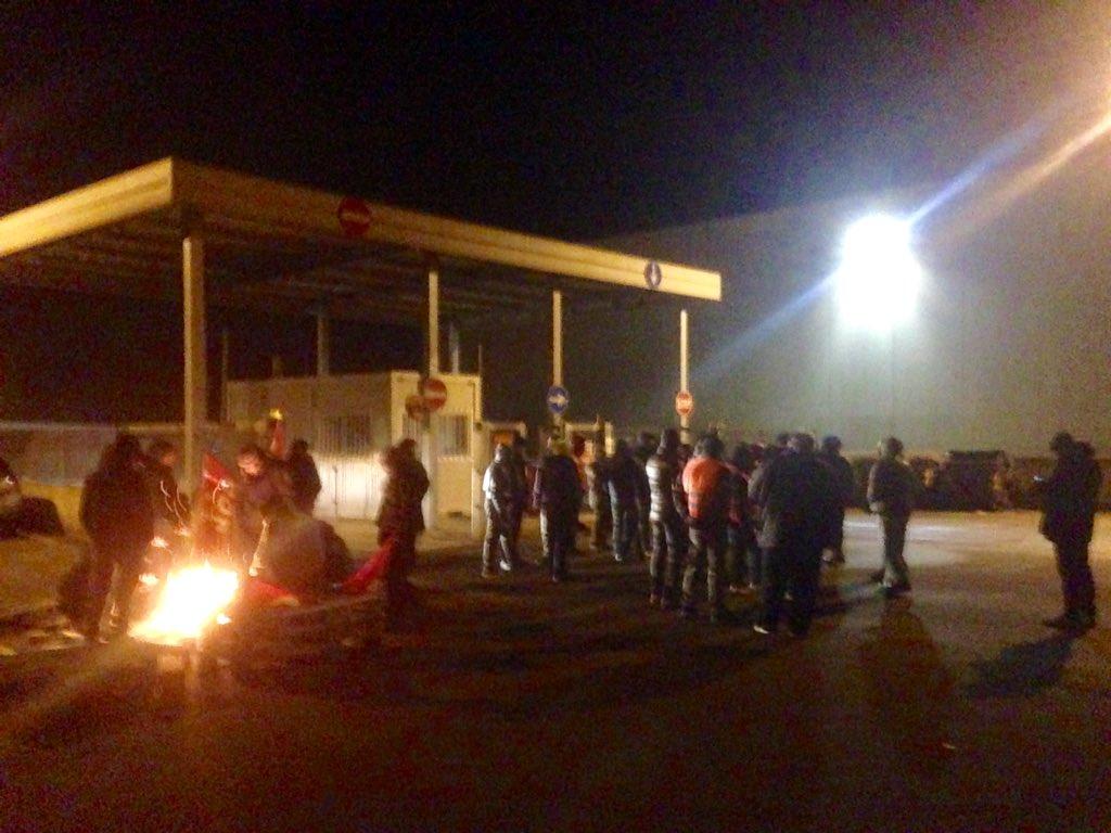Penny Market: facchini e solidali rispondono alla serrata di Desenzano bloccando Arborio (VC)