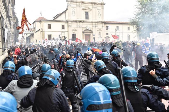 A Firenze prende forza il popolo del NO. Il 27 novembre tutti a Roma