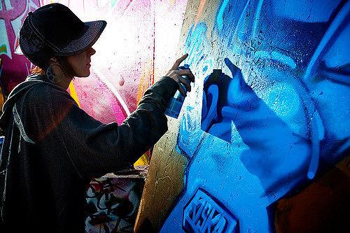 Muri puliti, popoli muti: un appello per cambiare l'articolo 639
