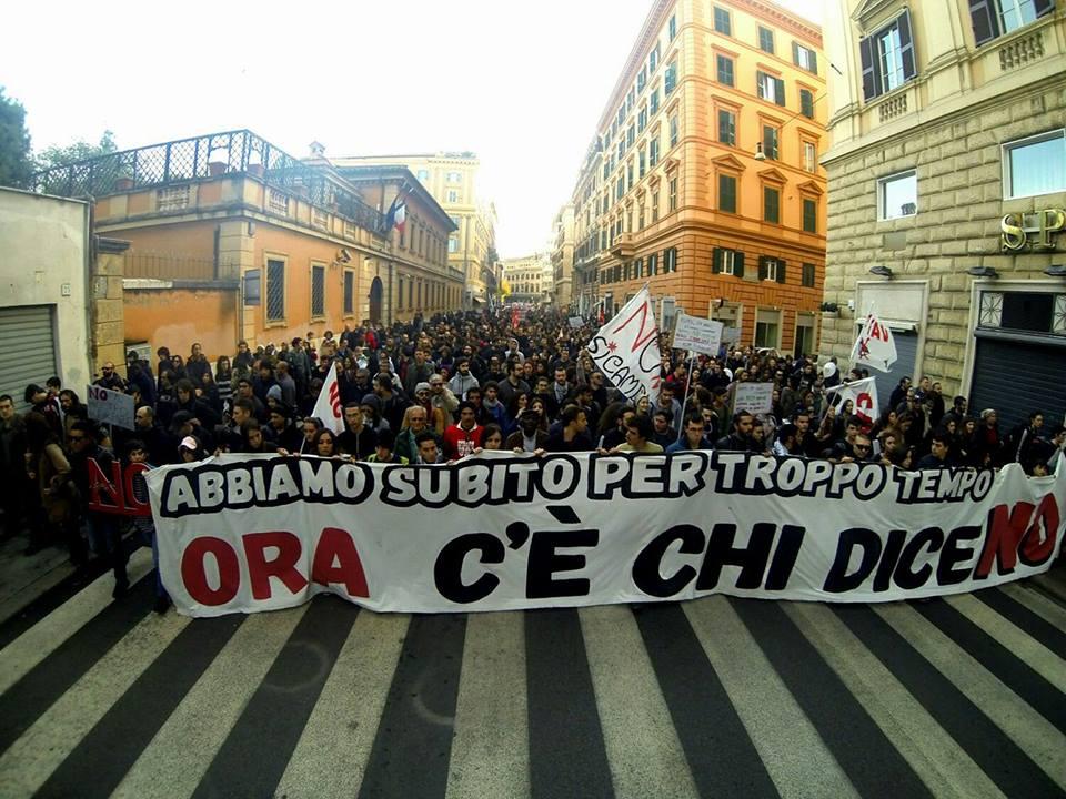 La piazza é del popolo. 50.000 a Roma per il NO al Referendum