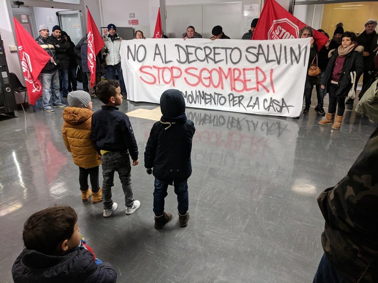Occupato il CISSACA: no allo sgombero di 30 famiglie!
