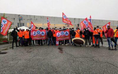 Grande adesione allo sciopero nazionale della logistica nel magazzino Maxi Di