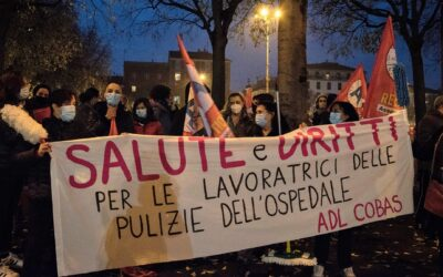 Le pulitrici dell'ospedale di Alessandria tornano a manifestare per i tamponi